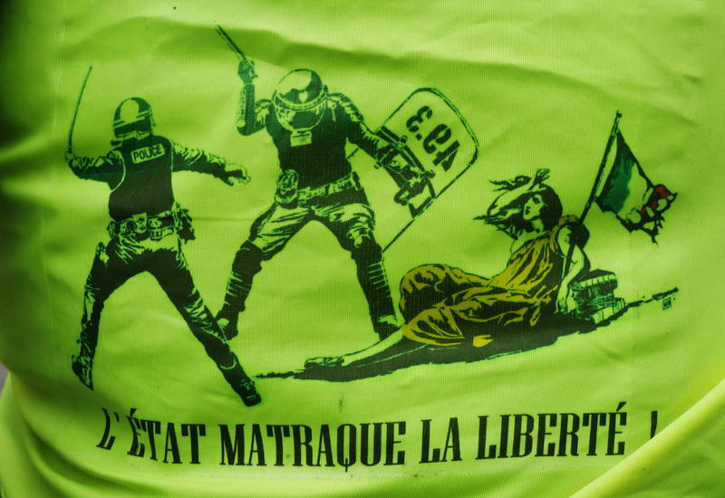 L'etat matraque la liberte. The club of the state strikes a blow at liberty.